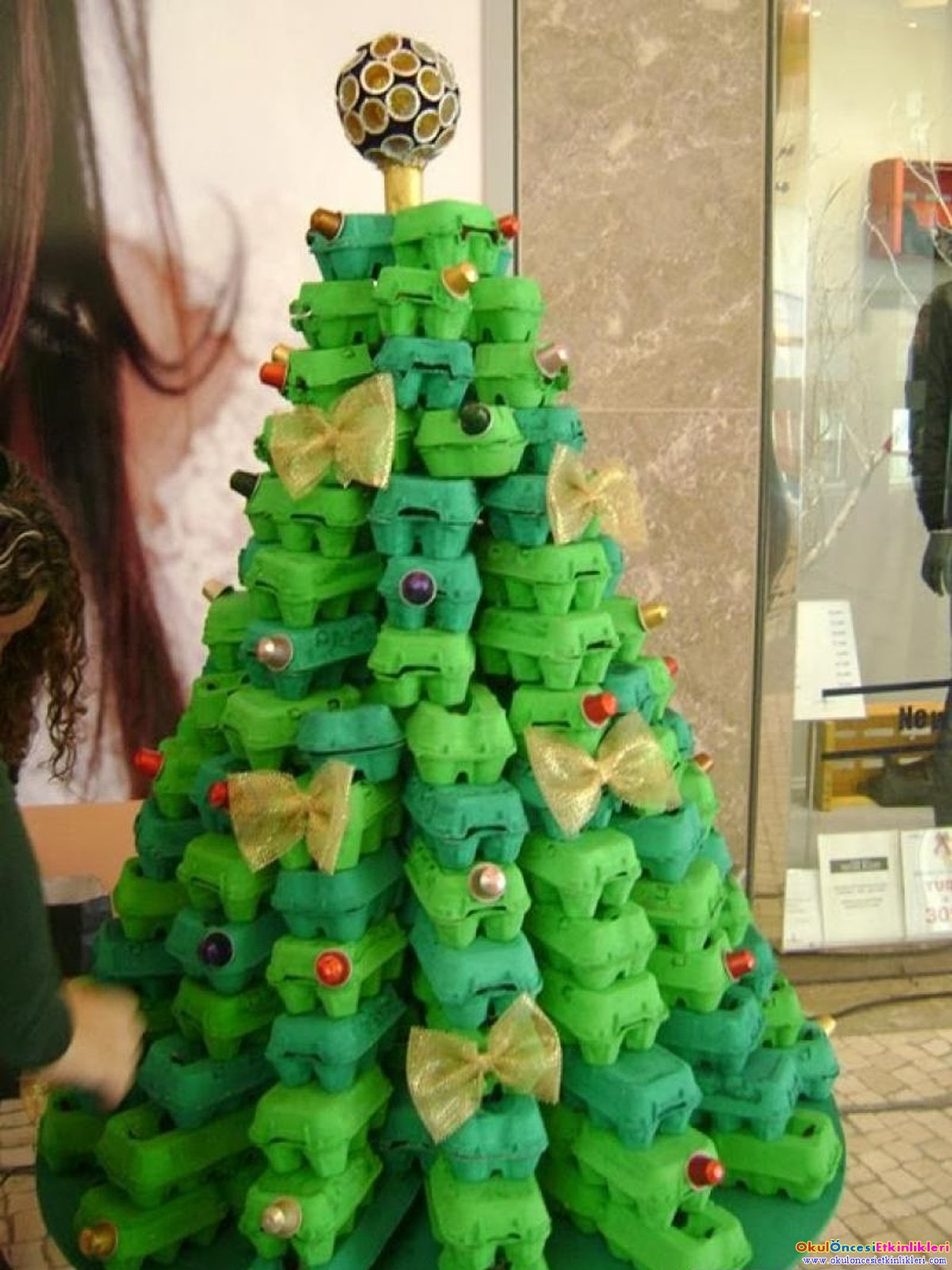 egg-crate-christmas-tree